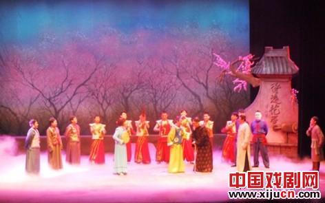 """大型现代金歌剧音乐剧《兴化九翁》拉开了""""文明之春""""展览活动的序幕"""