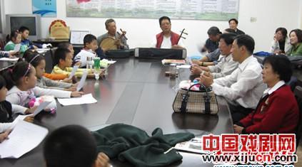 扬州报社记者业余北京剧团培训班
