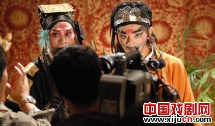 祖扬京剧的出现在网民中引起了广泛的争议。