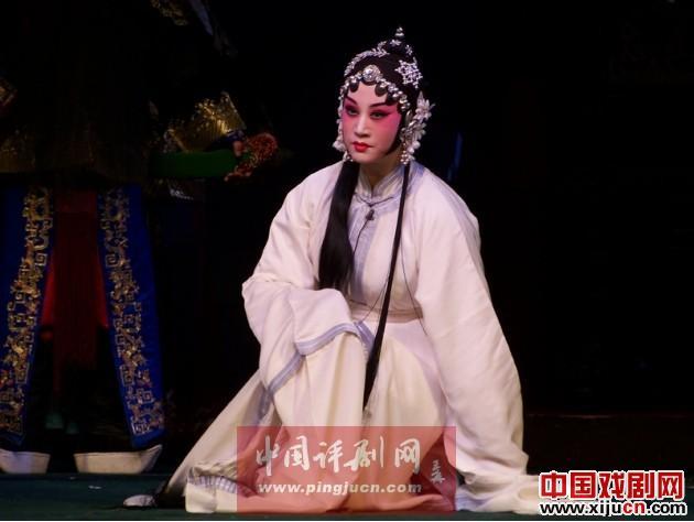 多流派民歌《秦香莲》在北京演出,宋丽领衔主演。