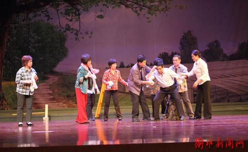现代鞠萍歌剧《复兴临门》在衡水厅隆重上演