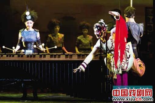 打击京剧跨界融合的新作《音乐剧场——木兰》