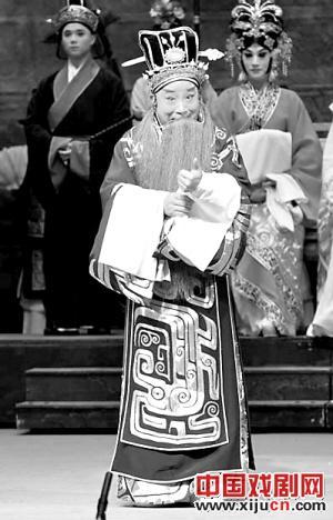京剧脸谱的首席执行官陈少云出现在新的京剧《成败小合》中