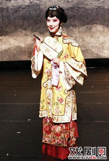 """《金锁记》被重庆京剧剧院、京剧界人士发出了""""不像京剧,不像京剧""""的疑问"""