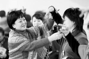 退休后,刘淑琴成立了评剧协会,与他的同行们一起弘扬评剧艺术。