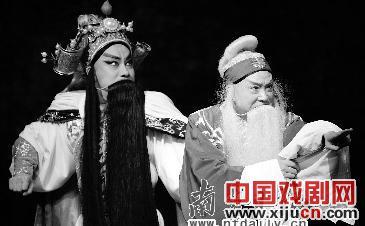 一部新的历史京剧《小河成败》汇集了京剧《七拍》的最大成就