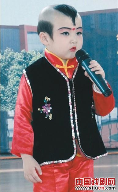 4岁的娃娃蔡玉泽成为非世袭继承人。