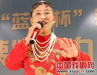 京剧爱好者吴元峰表演了原创京剧《我心中的平民》