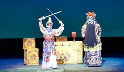 湖北京剧剧院请来了一批豪华演员到东京演出新的传统京剧《项羽和刘邦——霸王别姬》。