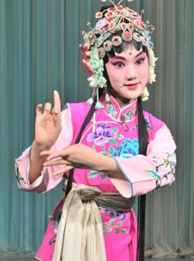 长安大剧院今晚将上演京剧《春香喧哗》、《蜈蚣岭》、《赤桑镇》和《扈家庄》。