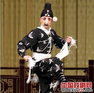 梅兰芳大剧院的武术节目有《燃烧的玉红》、《拾布探秘》、《砍孩子》和《三贼九龙杯》