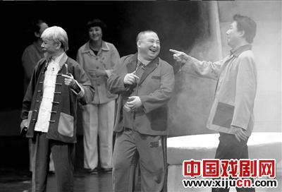 韩建光在中国平剧剧院领衔演出了《马本仓晋升官职》。