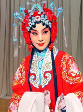 2月13日,长安大剧院上演了京剧《索林胶囊》。