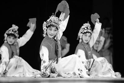 数百名国内外选民参加京剧比赛