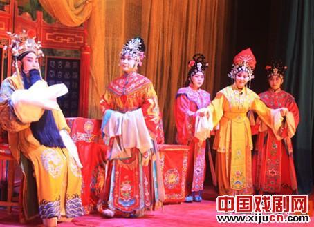 神木县金剧团表演金歌剧《狸猫换太子》