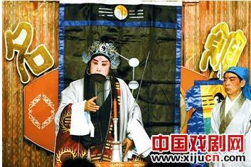 刘蓉生京剧团演出了《借东风》和《阳光大厦》