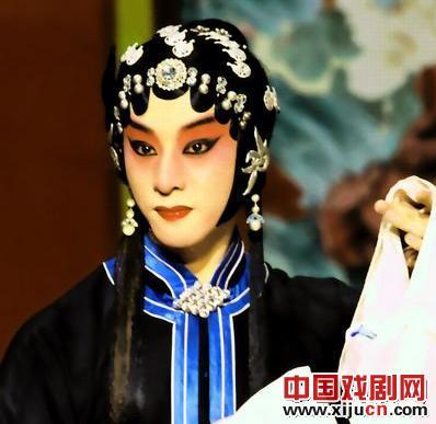 国家京剧剧院在除夕夜上演京剧《红猪鬃和凶马》。