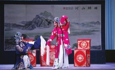 国家京剧剧院将程弼的经典戏剧《索林胶囊》带到兰州演出。