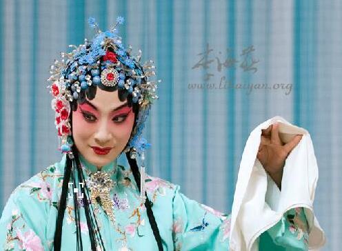 京剧大师李海燕将在聊城表演,欣赏京剧大师和程门弟子的风采。