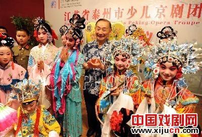 梅宝九揭牌台州儿童京剧团