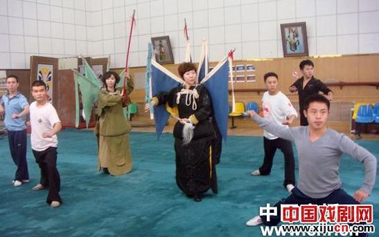 山东京剧剧院为迎接第六届京剧艺术节和筹备第十届中国艺术节,安排了新的历史京剧《铁血鸿儒》。