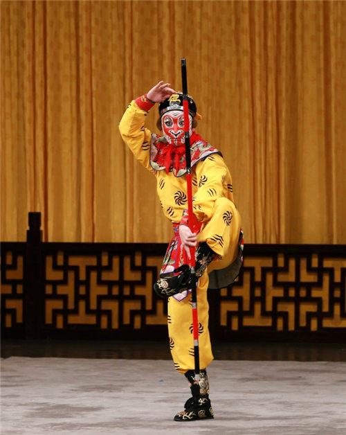 京剧《借扇》郝杰扮演孙悟空,高红梅扮演铁扇公主