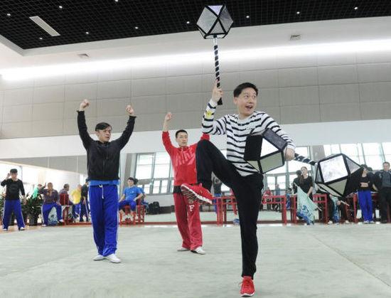 孙悟空在500年后从上海京剧剧院迎接观众