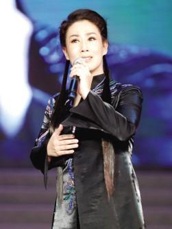 谢涛:只要他能大声走路和唱歌,他就不会放弃广阔的乡村舞台。