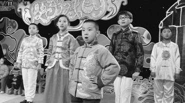 十八名来自德克萨斯州的京剧学生进入中央电视台