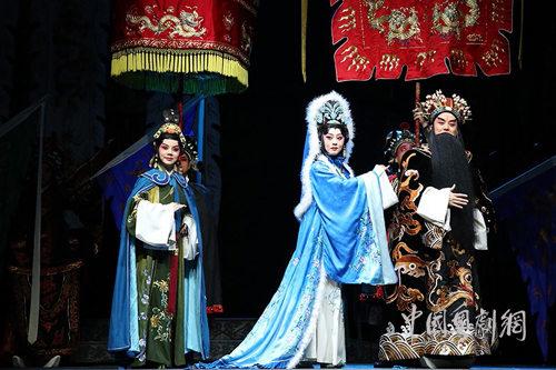 """80年代""""蔡文姬""""唱和哭后,年轻的歌剧迷万晓慧携""""建安轶事""""为梅而战"""