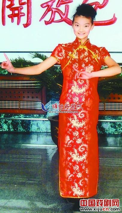 """13岁的""""小京剧迷""""邱晓涵被上海京剧录取。"""