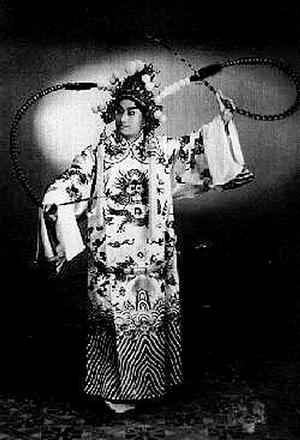 叶盛兰是京剧史上唯一一个能够在自己班里领先的人。