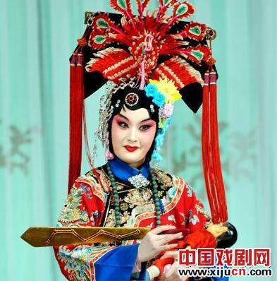 国家京剧剧院在除夕夜上演京剧《四郎看妈妈》。