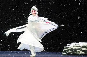 由曾昭娟主演的评论剧《赵金堂》受到热烈欢迎。