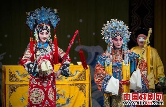 丁晓君与上海京剧《蓝天》、《金喜全》、《天辉》等合作,演绎了古老的京剧经典《红猪鬃与凶马》