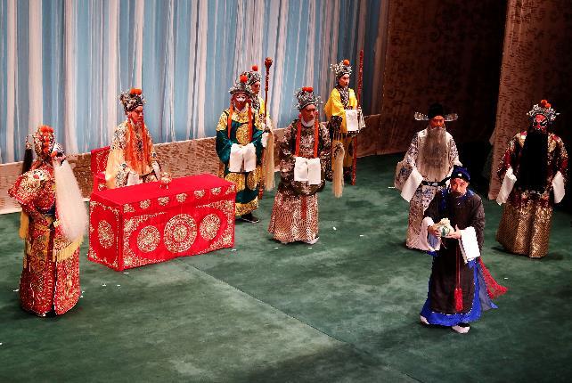 余奎芝和杨志玲的经典戏剧《江香河》在伦敦上映