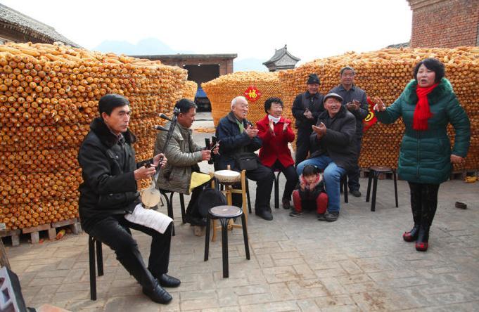 送戏剧到农村庆祝丰收和春节