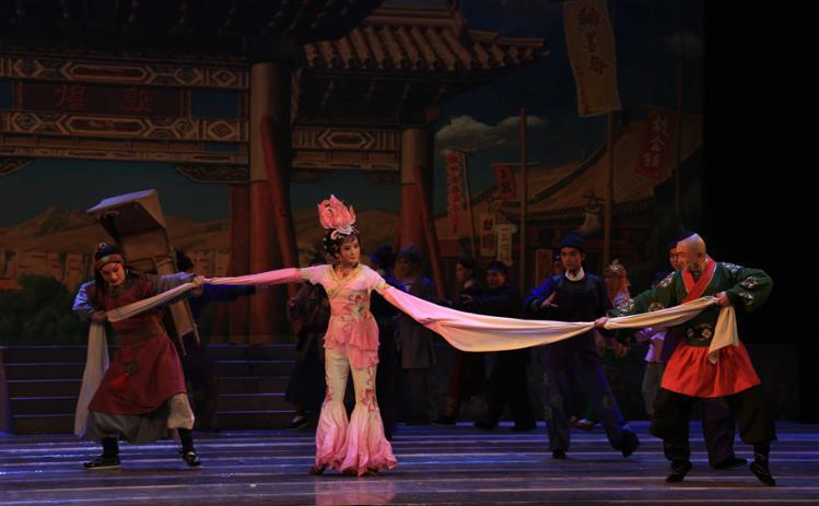 2015年,京剧《丝路花与雨》在兰州黄河剧院上演