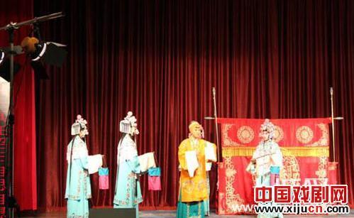 天津艺术职业学院戏剧系2006年京剧班的90多名演员来到南皮参加一场特别演出。
