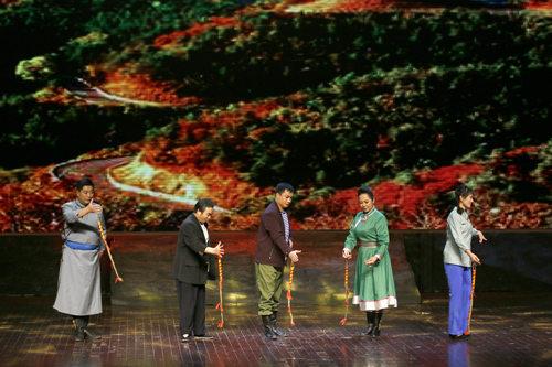 现代平剧《沙漠中的绿色灵魂》在北京国家文化宫大剧院演出