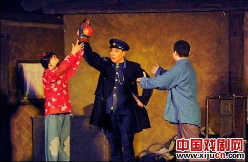 """2012年,国家京剧剧院在""""春天的和平与爱行动""""下免费上演了17部戏剧"""