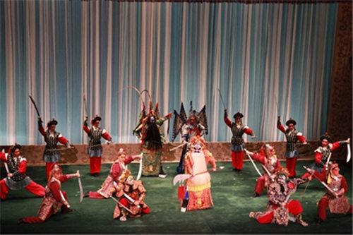 余奎志、杨赤和李胜素率领中国国家京剧剧院代表团演出京剧《世代和谐》