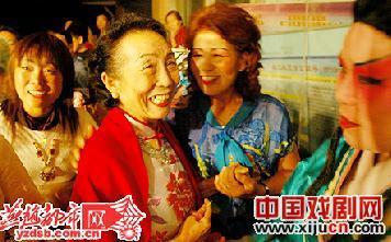 """80岁的唐山""""红牌""""戏"""