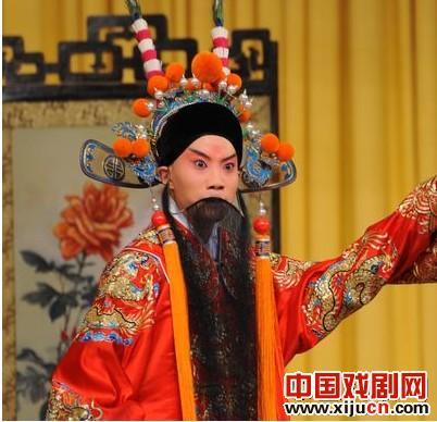 第五届中国京剧优秀青年演员研究生,一年级学生报道了京剧《四郎拜见母亲》的表演