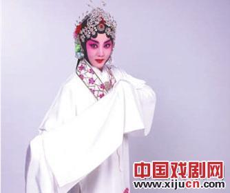 梅派杰出年轻女演员丁晓君在《白蛇传》中扮演主角