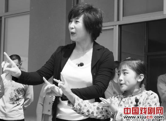 罗慧琴以蔡照评剧社8岁的年轻演员杨蕾为演员