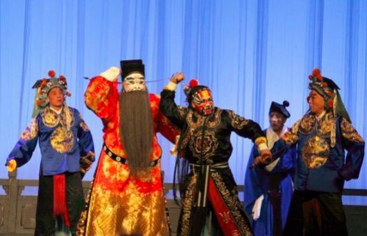 平剧《甘昆带》引起了观众的强烈同情。