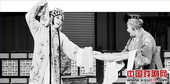 平剧新版《珍珠衬衫》受到河北戏剧专家的高度赞扬。