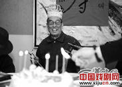 林峰绿洲艺术团京剧迷庆祝秦人王魏璇生日
