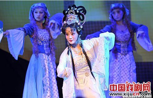 苏静剧院上演新版安徒生童话京剧《野天鹅》